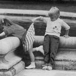 Аватар Интерес,мальчик смотрит девочке под юбку (© Чёрная волчица), добавлено: 07.08.2008 00:52