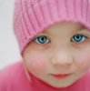 Аватар девочка в розовой шапке