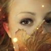 Аватар Девушка с кленовым листом
