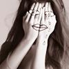 Аватар Девушка с нарисованными на руках глазами и губами (© Mirrorgirl), добавлено: 01.06.2009 12:13