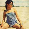 Аватар Девушка в очках на пляже