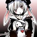 Аватар Анимешная девочка-альбиноска с кроличьими ушками, одетая в стиле готической Лолиты, держит в руках игрушечного белого кролика