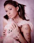 Аватар Девушка в сердечках с плюшевым зайцем