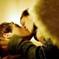 Аватар Поцелуй ангела / Парень целуется с девушкой с ангельскими крыльями