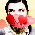 Аватар девушка закрыла лицо бумажными сердечками (© Radieschen), добавлено: 02.06.2010 13:00