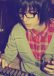 Аватар парень в очках со стаканом в руке