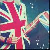 Аватар девушка держит миниатюрный британский флаг