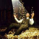 Аватар Мужчина купается в деньгах