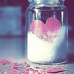Аватар баночка внутри которой выризанное сердечко