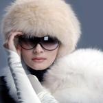 Аватар Девушка в белой шубке и очках