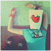Аватар Девушка с рисунком курицы на голове.