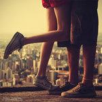 Аватар Пара на фоне городской панорамы
