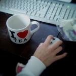 Аватар Девушка за компьютером с кружкой I love TEA