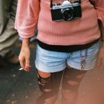 Аватар Девушка с фотоаппаратом на шее и сигаретой в руке