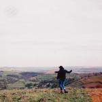 Аватар Девушка на фоне красивой панорамы природы