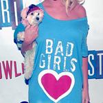 Аватар Девушка в футболке с надписью BAD GIRLS и собакой