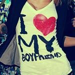 Аватар Девушка в футболке с надписью I love MY boyfriend