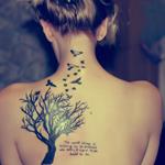 Аватар Девушка с тату в виде дерева и птиц на спине