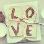 Аватар На тостах надпись LOVE, сделанная Нутеллой