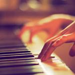 Image result for девушка играет на пианино гифки