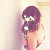Аватар Девушка с белыми цветами