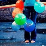 Аватар Девушка с цветными шариками в руках