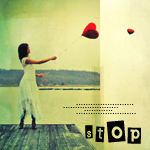 Аватар Девушка с воздушным шаром в виде сердечка на фоне воды ('Stop' / 'Остановись')