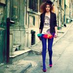 Аватар Гламурная девушка идет по городской улице