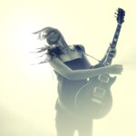 Аватар Эмоциональная девушка с гитарой