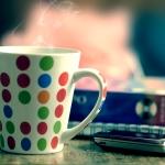 Аватар Кружка в горошек с горячим напитком и мобильный