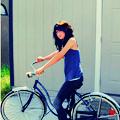 Аватар Девушка едет на велосипеде