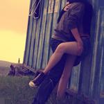 Аватар Парень и девушка целуются на природе