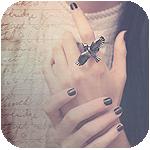 Аватар Девушка с кольцом в виде птицы