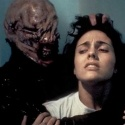 Аватар Кадр из фильма Восставший из ада 2: девушку Керсти держит жуткий демон-сенобит чаттер