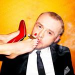 Аватар Мужчина курит сигару с ног девушки