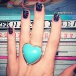 Аватар Девушка с бирюзовым кольцом в виде сердца
