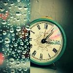 Аватар Настольные часы и капли на стекле
