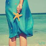 Аватар Девушка у моря с морской звездой в руке