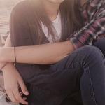 Парень обнимает девушку - Depositphotos