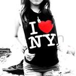 Аватар Девушка в майке с надписью 'I love NY'