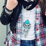 Аватар Девушка с бирюзовой подвеской