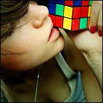 Аватар Девушка с кубиком рубика