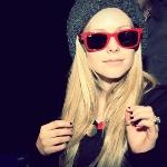 Аватар Аврил Лавин (Avril Lavigne) в очках Ray-Ban