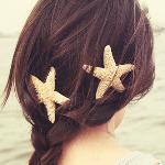 Аватар Девушка с заколками в виде морских звезд