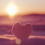Аватар Сердечко на снеге на фоне заката
