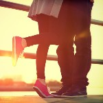 Аватар Парень и девушка стоят на мосту