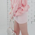 Аватар Девушка в мини-юбке и свитере с сумкой от Chanel
