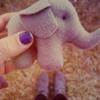 Аватар Игрушечный слон в руке