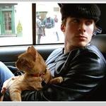 Аватар Йен Сомерхолдер / Ian Somerhalder в машине с котом