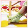Аватар Женские ножки в зелёно-белых полосатых носках на фоне ярких кругов